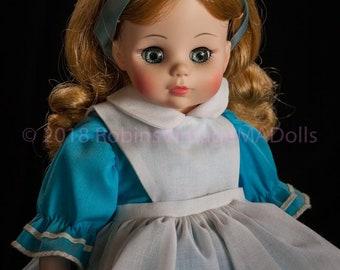 """Alice (in Wonderland) #1552 - 14"""" Madame Alexander Doll"""