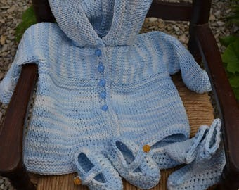 baby coat has hood and booties set