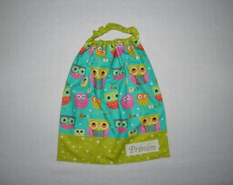 Towel with balloon sleeves with elastic personalized with name embroidered starry owls on turquoise and green background