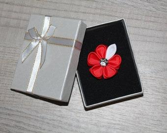 Red Lapel pin Men's pin Red lapel flower Mens lapel pin Kanzashi Flower Man lapel pin Red flower lapel Mens Lapel flower pin Red boutonniere