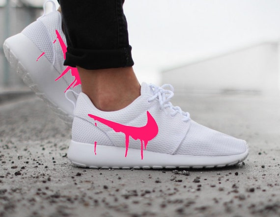 nike roshe run trainers - pink/white christmas