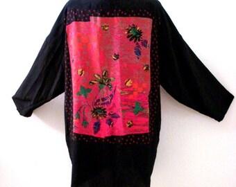 Estilo de Kimono Vintage 90s Crepe negro de la chaqueta con el frente de la cascada - negro y rosa arte usar chaqueta - tamaño medio a grande