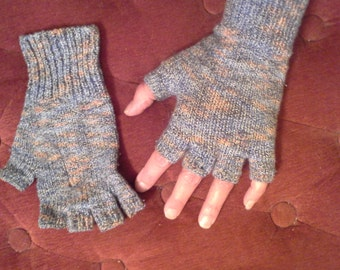 pattern for short fingered gloves - better than fingerless gloves or mitts