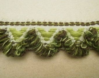 Pretty lace has fringe, acrylic, off-white, embroidered patterns of lime green and brown background, width 33 mm