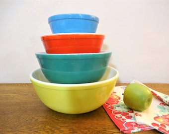 Vintage Pyrex Primary Colors Mixing Bowls - Set of 4 -  401 - 402 -  403 - 404 - Older 1940's Set