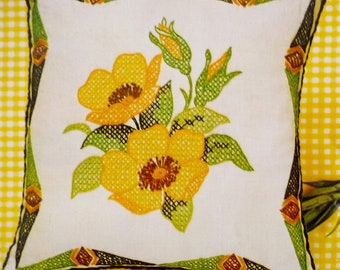 "Vintage Pillow Cross Stitch Kit Yellow Wild Roses by Pauline Denham 14"" x 14"", Linen Fabric Wool Yarns 1973 NO CORDING TRIM"
