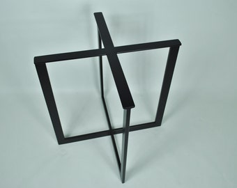 Attrayant Eames Style LTR Metal Base End Table