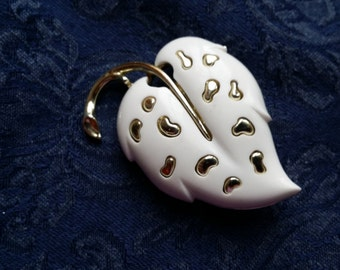 NICE White & Silvertone Leaf Pin by Sarah Coventry VINTAGE