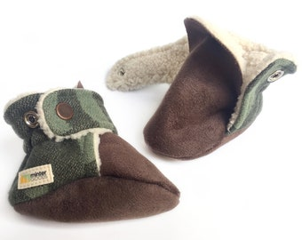 Baby booties, green + grey. Made with Pendleton® wool. Gender neutral mocassins.