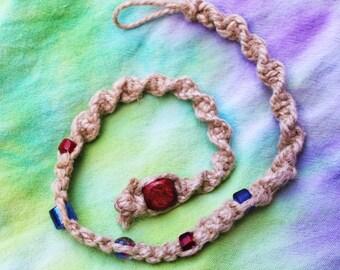 Hanf-Halskette mit Glasperlen