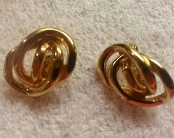 Monet Gold Colored Knot Clip On Earrings. VINTAGE.