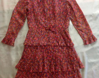 1960s pink floral micro pleat 2-piece suit. Tiered, lightweight, floaty, with tie-front sleeveless vest. Small-med.