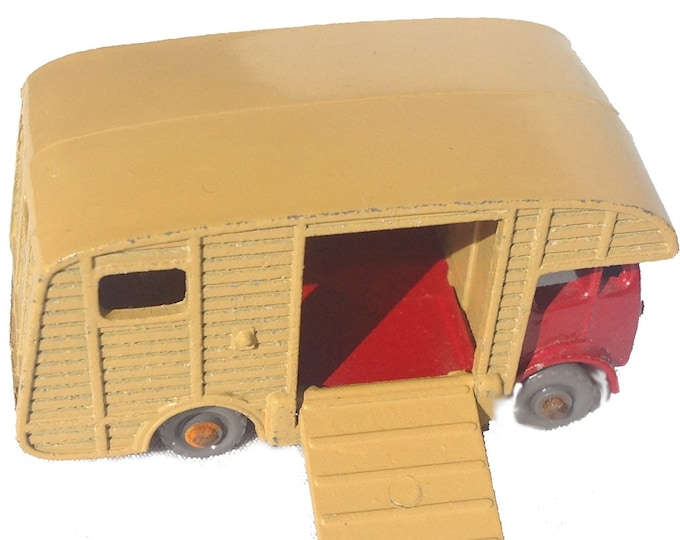 Marshall Horse Box MK7 from Leseny England 1957 Matchbox No. 35