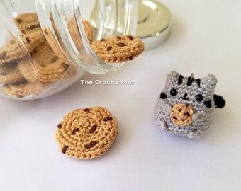 Crochet Tiny Pusheen Holding Cookie Amigurumi
