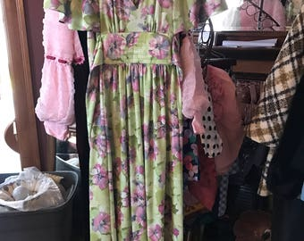 Vintage floral print 70s dress