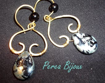 Earrings in bronze with the heart stone