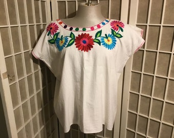 1960s Mexican Embroidered Blouse Perfect Condition