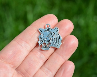 5  Silver Tone Tiger Face  Charms SC2300