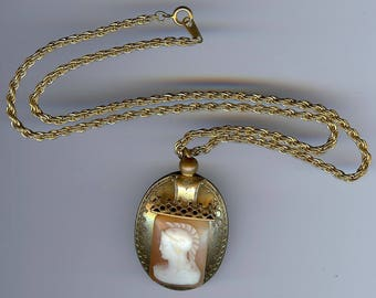 ANTIQUE Victorian shell ROMAN SOLDIER cameo pendant necklace