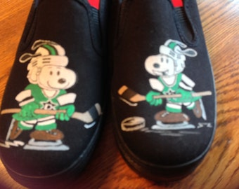 New Snoopy and Woodstock Design - snoopy playing hockey W/Dallas Stars - sold