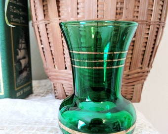 Vintage Mid-Century Green Glass Vase, Small Green Vase, Green Wedding Accents, Green Tablesetting, Green Table Styling, Mid-Century Vase