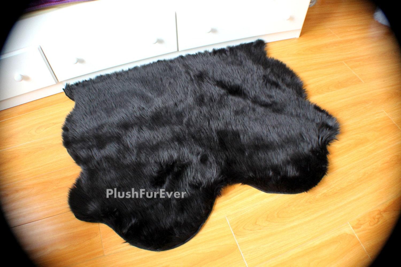 tapis de peau de mouton double tapis noir fausse fourrure. Black Bedroom Furniture Sets. Home Design Ideas