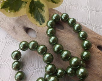 Set of 10 beads glass Pearl 12mm dark green color