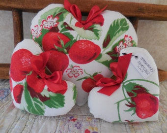 Primitive Vintage Tablecloth Strawberry Cupboard Heart Tucks Bowl Fillers Wilendur