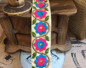 Embroidery Cotton lace on silk satin turquoise Daisy & fuschia 3.5 cm