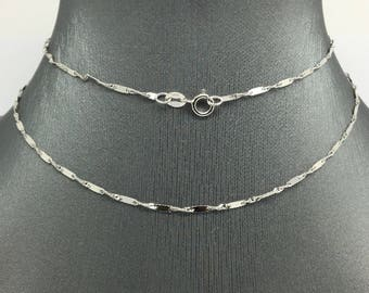 14K White Gold Bar and Twist Chain