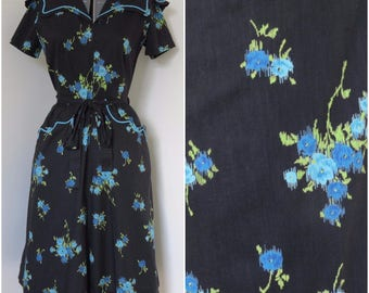 1950s Swirl Brand Wrap Dress with Dramatic Collar - Womens Bust 36 - Blue Floral on Black (B1)