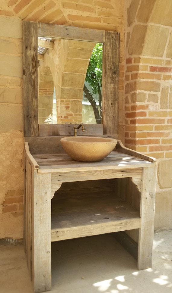 Mueble de ba o hecho con madera de palet reciclada con lavabo for Mueble realizado con palet de madera