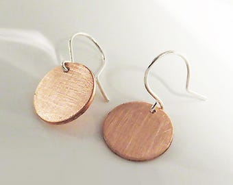 Copper Disc Dangle Earrings, Mixed Metal Disc Earrings, Copper Disc 14 mm, Texture Scratched, 925 Sterling Silver Earrings, Copper Earrings