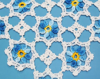 Lovely small well done vintage 1950s handmade crochet white/ blue cotton yarn flower motive tablet tablecloth