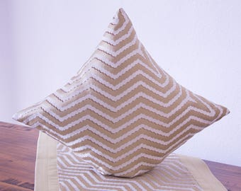 Cushion cover in 3D optics, gold and beige, 40 x 40 cm