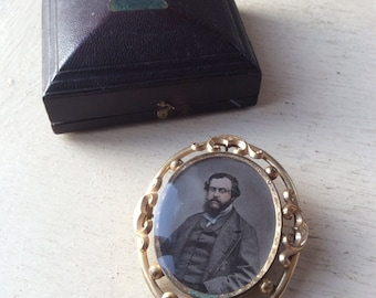 Large Boxed Victorian Pinchbeck Photograph Mourning Brooch Pin.