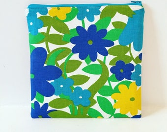 Vintage Fabric Zipper Pouch/ Cosmetics Bag/ Makep Bag/ Hawaiian Textiles