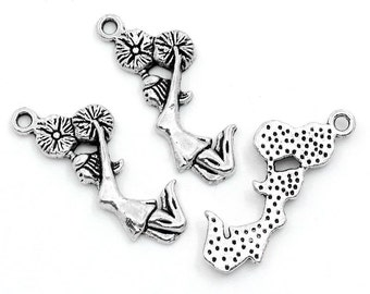 50 Pieces Antique Silver Jumping Cheerleader Charms
