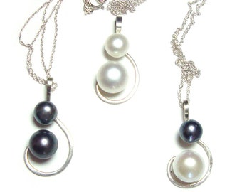 Genuine Pearl sterling silver pendant with chain