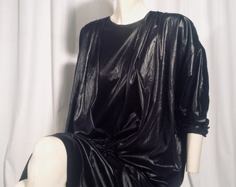 Wet look Faux leather vintage dress black with appliqué. Batwing sleeve 80s style.