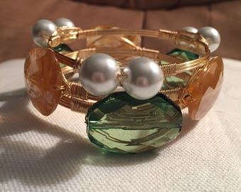 Wire wrap bracelets, Stackable wrap bangles, Set of 3 wire bangle, GREEN, GOLD and pearl bracelet set