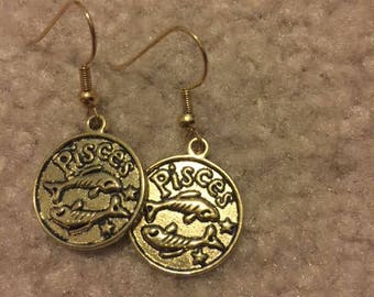 Pisces charm earrings (gold)