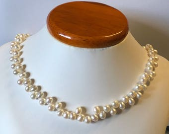 White Pearl necklace, fresh culture water pearl.