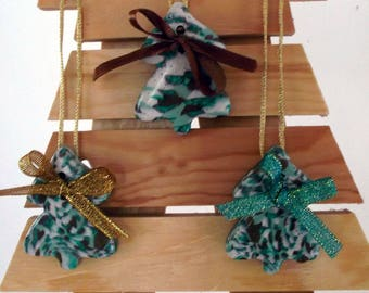 Decorative trees in shades of green, to hang on your Christmas tree or in Garland