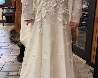 Vintage 1990 Carolina Herrera Meghan Markle Inspired Wedding Dress - size 4/6