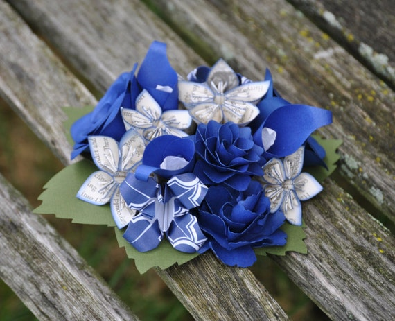Paper Flower Cake Topper. CHOOSE YOUR COLORS! Wedding Cake, Birthday Cake.  Custom Orders Welcome.