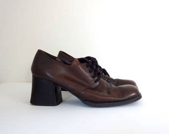 Vintage UNLISTED Block Heels • 1990s Shoes • Kenneth Cole Lace Up Oxfords Brown Leather Stacked Booties Modern Low Boots • Size 8.5 Women
