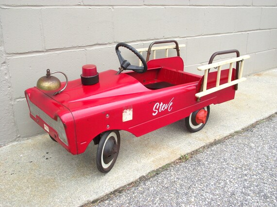 Fire Truck Pedal Car: Fire Truck Toy Pedal Car RED Metal Fire Engine Ladder