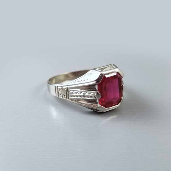 Vintage Art Deco 14k white gold syn lab created flame fusion ruby ring, unisex, size 10.75, chaff of wheat engraving, signed King Raichele