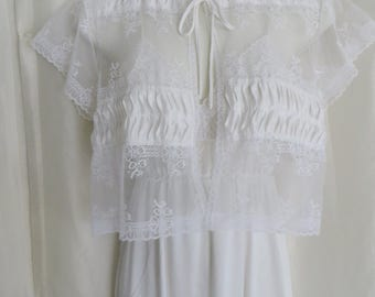 Vintage womens lingerie, 70s pegnoir set, white lace bridal honeymoon nightgown set, wedding shower gift, Mothers Day gift